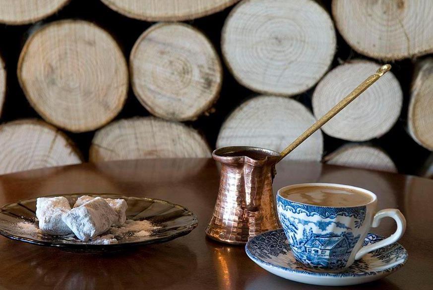 Το Σάββατο 01/11/2014 το cafe «Εμείς & Εμείς» στην Κοζάνη διοργανώνει δημοτική βραδιά …με πολύ κλαρίνο!!!