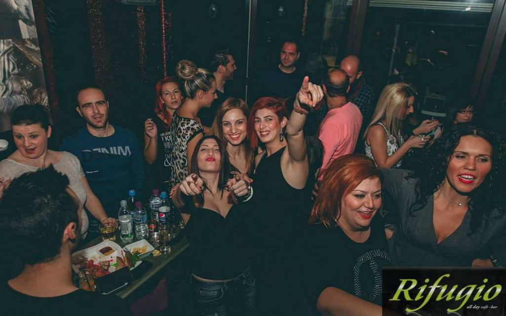 Aπίστευτο κέφι στο all day cafe bar Rifugio στην Πτολεμαΐδα – Xαμός στην Doggy night την περασμένη Δευτέρα 27/10
