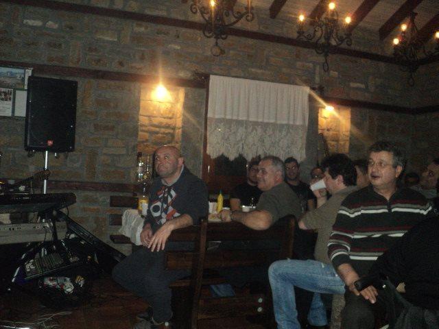 Γλέντι, χορός και καλό φαγητό στη παραδοσιακή απόσταξη τσίπουρου στο Άργος Ορεστικό Καστοριάς