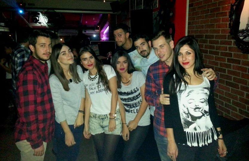 Διασκέδασαν με τις μουσικές επιλογές του  Γιώργου Τσιλιπάκου στο Stardust στην Καστοριά, την  Κυριακή 23 Νοεμβρίου