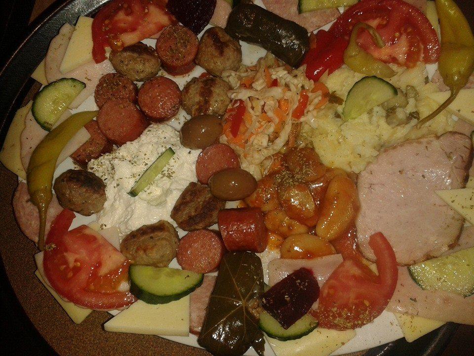 Το τσιπουρακι και οι μεζέδες «αποθεώνονται» στο cafe Ricoo στην Κοζάνη