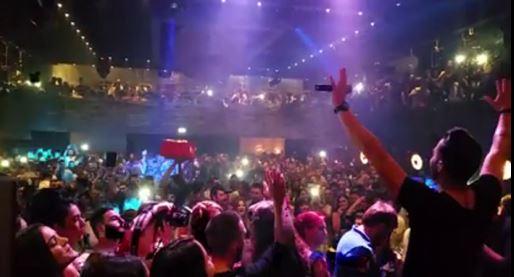 Ο Ηλίας Βρεττός ξεσήκωσε, με ένα υπέροχο live, τον κόσμο στο club D.a.d.a. στην Κοζάνη, το Σάββατο 25 Απριλίου (Βίντεο 7′ με μακρινά και κοντινά πλάνα)