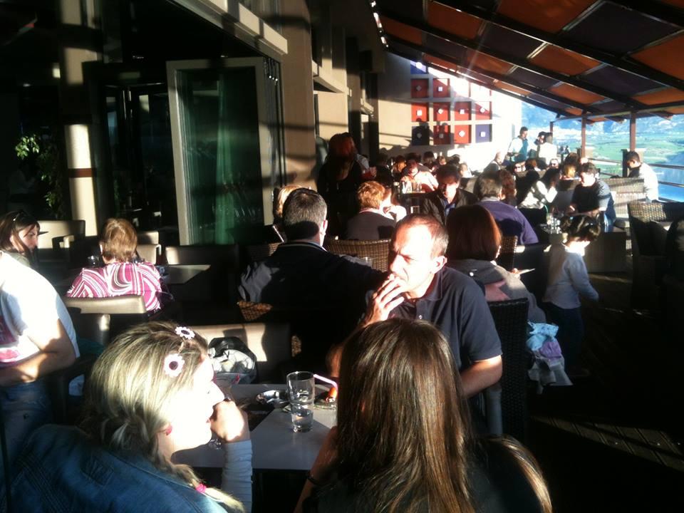 Καταπληκτική θέα στο Cafebar Irida στη Νεράιδα του Δήμου Σερβίων – Βελβεντού