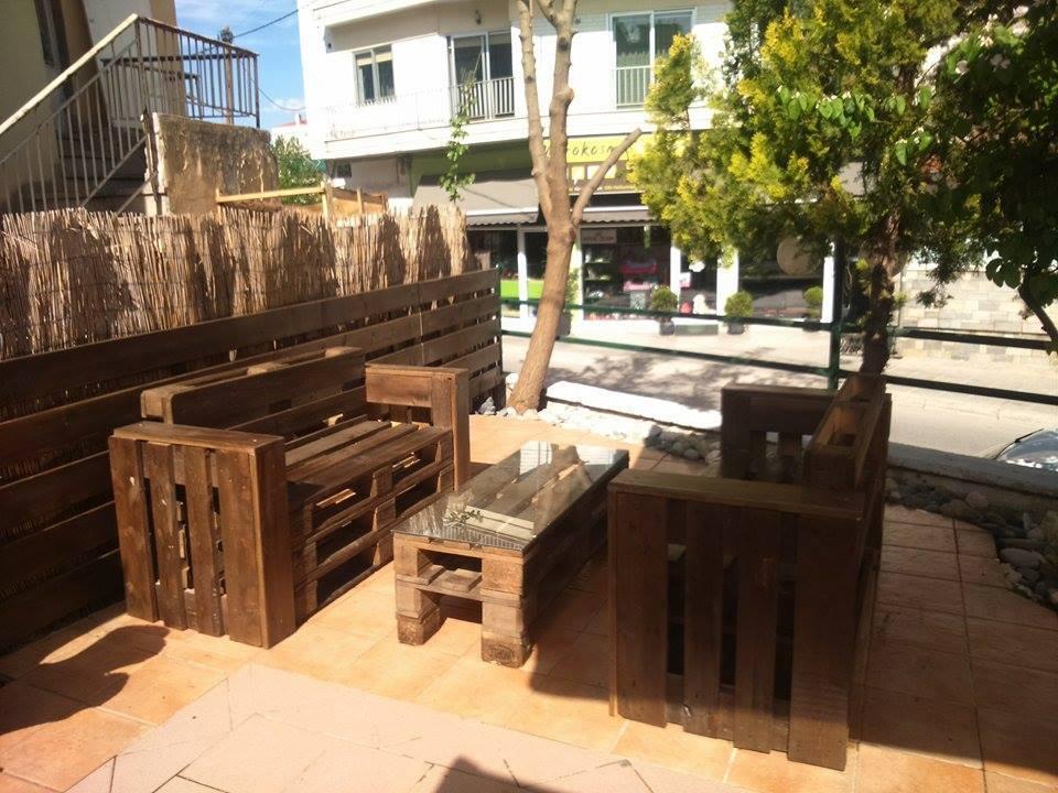 Καφενές – μεζεδοπωλείον 50 – 50 στην Κοζάνη: Ανανεώθηκε και μας περιμένει με καλοκαιρινή διάθεση